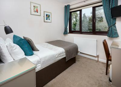 The Conifers Guest House - Rooms 2 Snooze